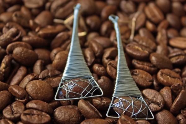 Eifeltürme mit Kaffeebohne